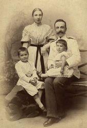 Семья А.В. Жиркевича: супруга Екатерина Константиновна, дети – Сергей и Варвара. Середина 1890-х