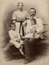 Е. К.и А.В. Жиркевичи, с детьми Сережей и Варей. Середина 1890-х