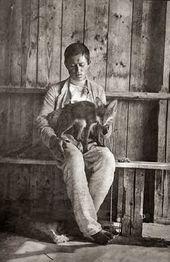 Сын Репина Юрий с лисенком у дома в Здравнёве