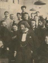 И.Е. Репин с группой учеников в ИАХ. 1890-е