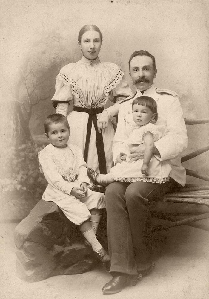 А. В. Жиркевич с женой и детьми.