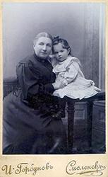 Е. К. Жиркевич с младшей дочерью Тамарой.
