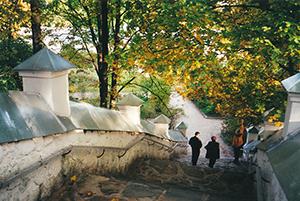 Лестница в Святогорском монастыре. Пушкинские горы